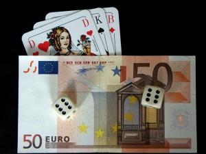 Geld & Spielkarten – Quelle: pixabay.com (beba)