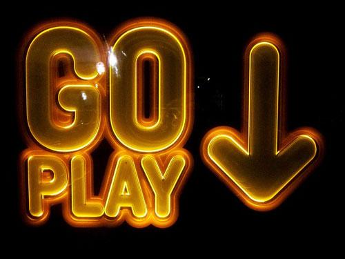 Mit nur einem Klick lassen sich zahlreiche Glückspiele im Internet zocken, doch nicht alle Spielangebote sind legal. | Bild: Pixabay @ pixealheart (CC0 Public Domain)