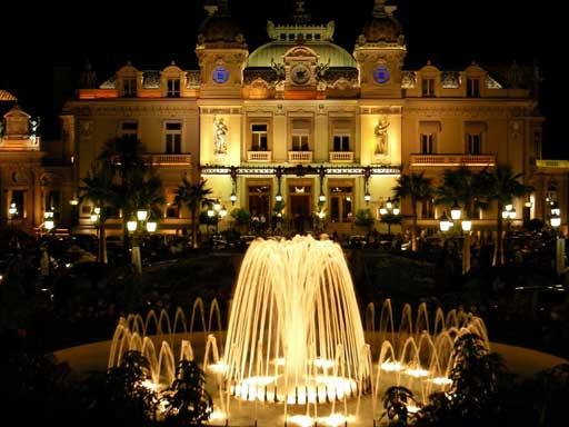 Casino in Monaco bei Nacht | Foto: via Wikimedia, gemeinfrei