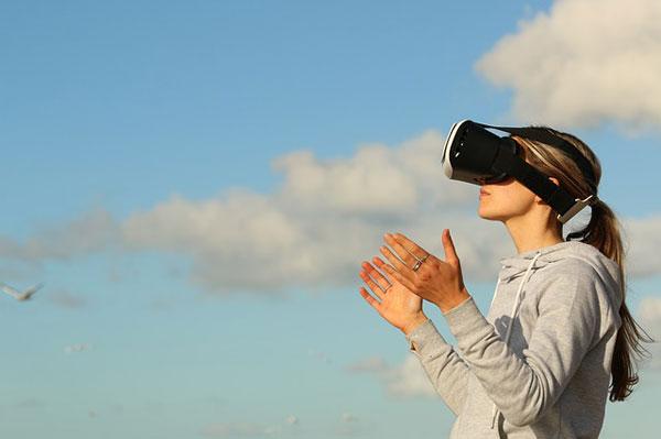 Frau mit VR Headset | Foto: Pexels, pixabay.com, CC0 Creative Commons