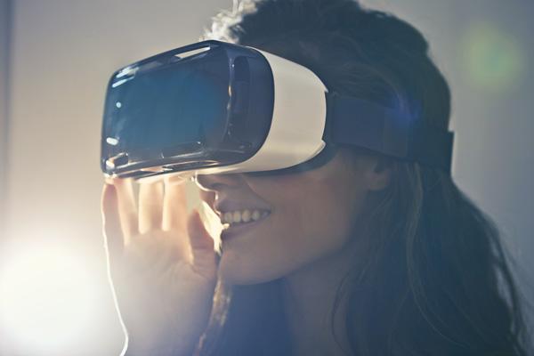 Frau mit VR Headset | Foto: Pexels, Creative Commons Zero (CC0) Lizenz