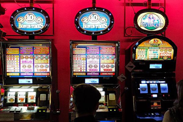 Geldspielautomaten | Foto: djedj, pixabay.com, CC0 Creative Commons