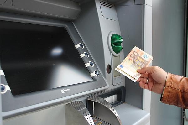 Bargeld aus dem Geldautomat | Foto: 3dman_eu, pixabay.com, CC0 Creative Commons